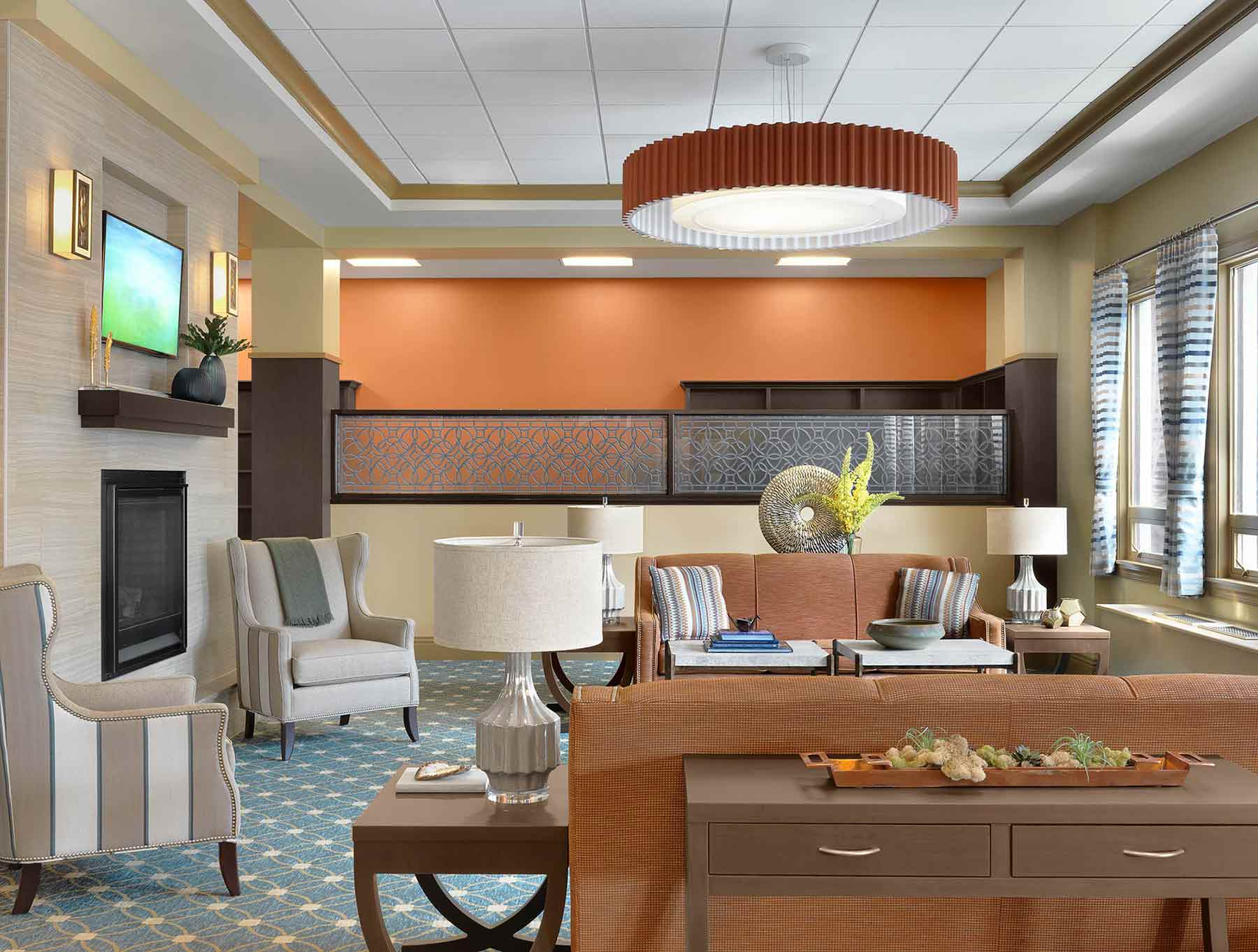 The sitting area at Kingswood Senior Living Located in Kansas City, MO.