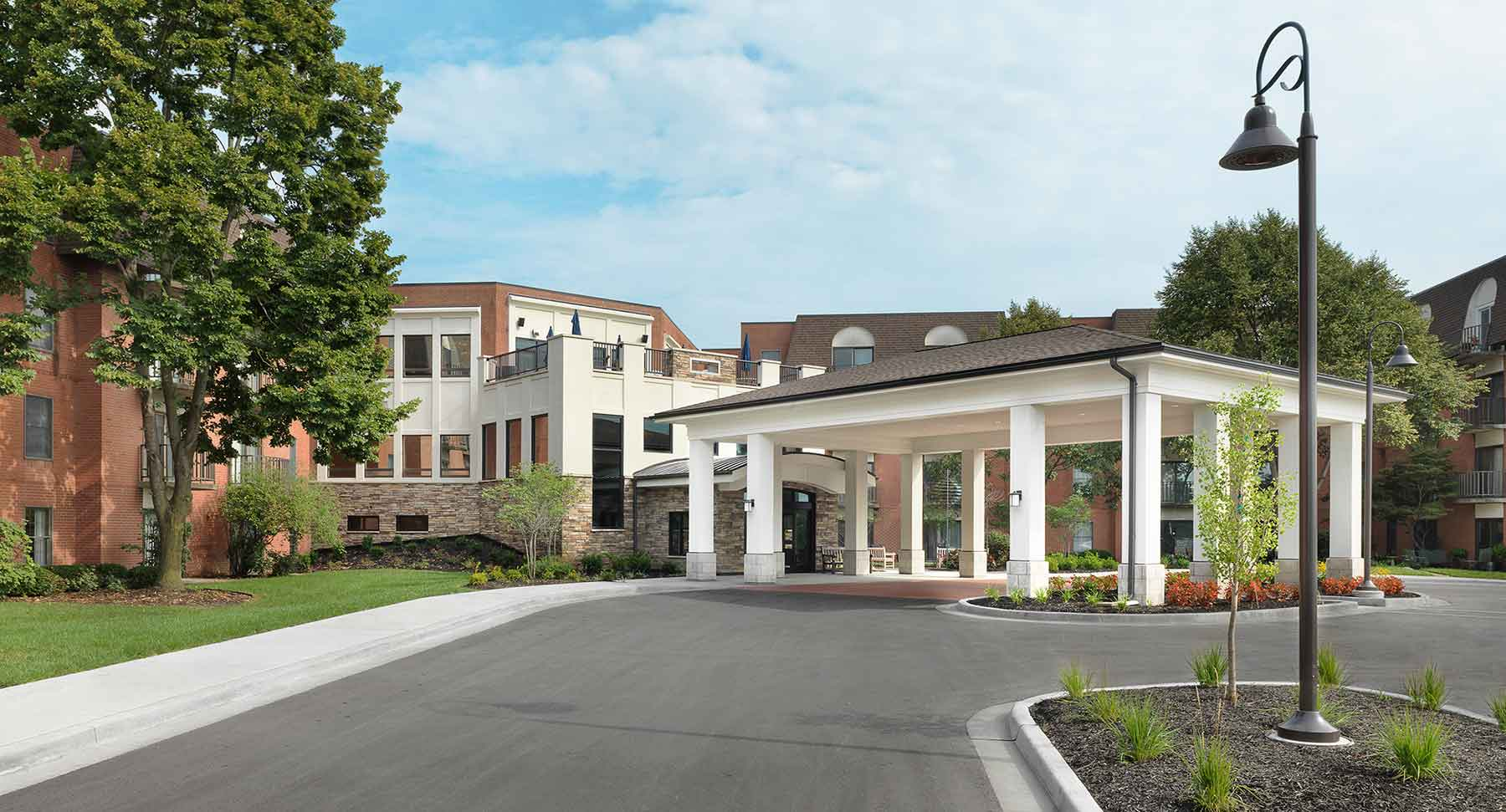 The front entry of Kingswood Senior Living Located in Kansas City, MO.