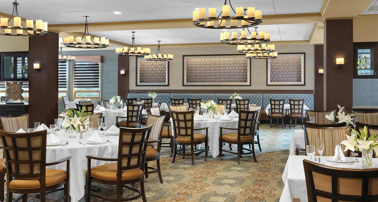 The dining room at Kingswood Senior Living Located in Kansas City, MO.